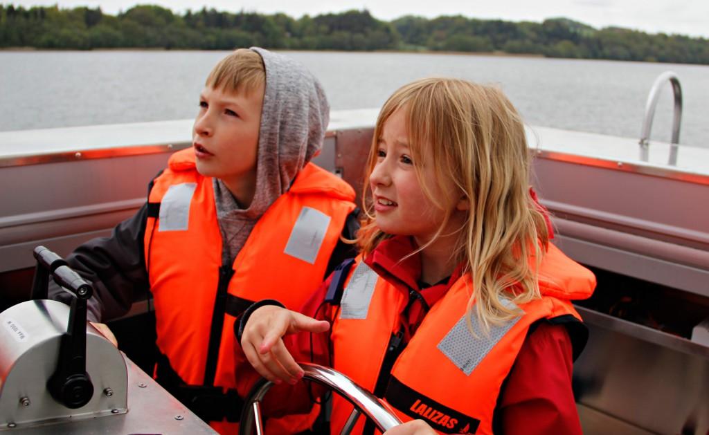 Børn-styrer-skoleskibet-Ry